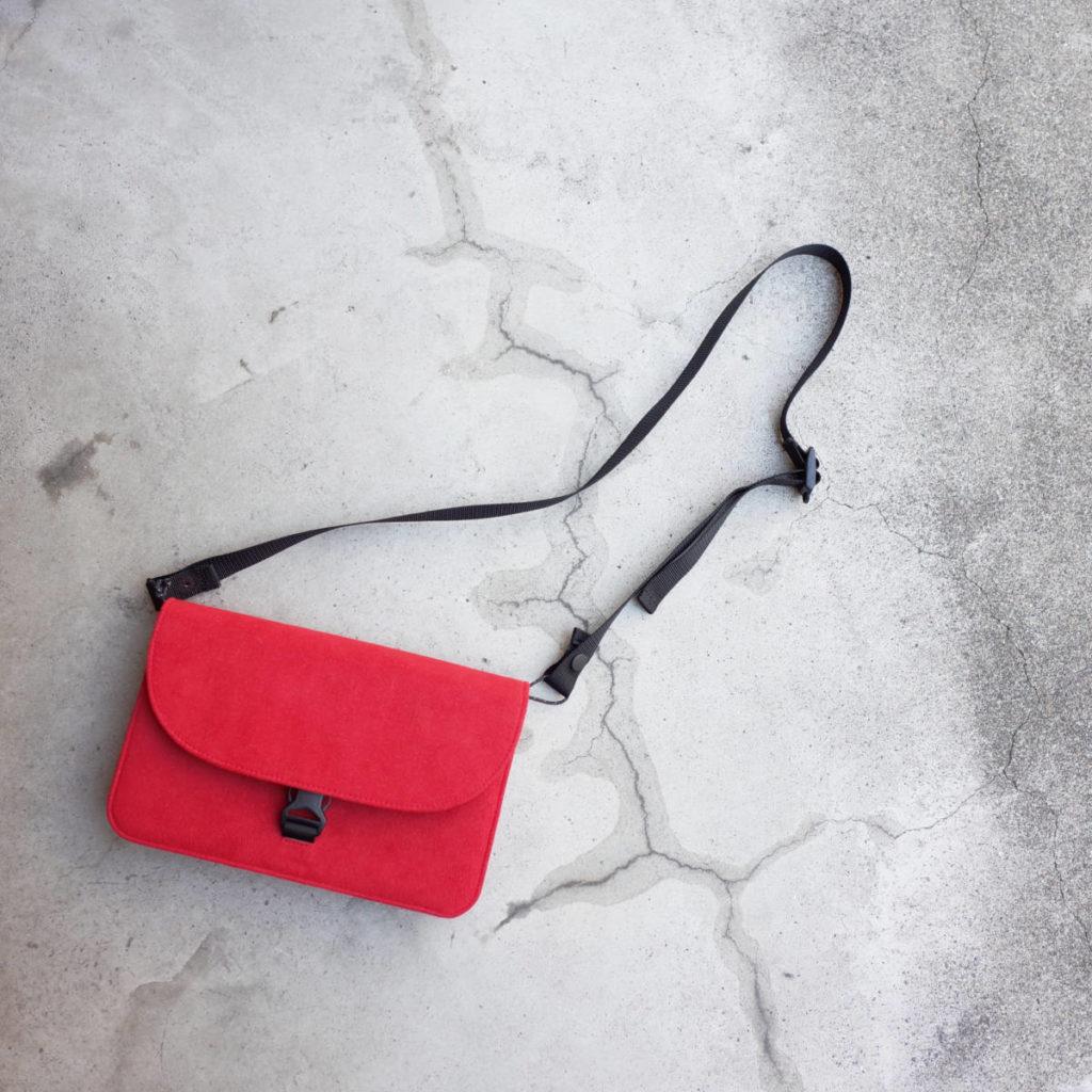 財布の形をしたバッグ。