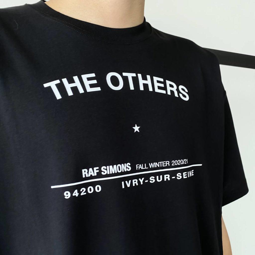 デザインが光るTシャツ、ユーモアの効いたニット。 RAF SIMONS