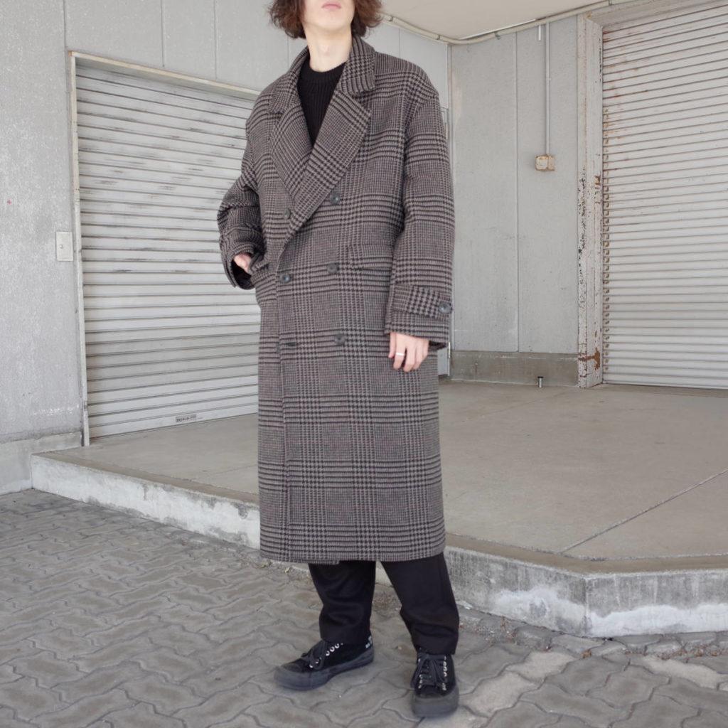 いつまでも着られるトラッドなコート。lownn
