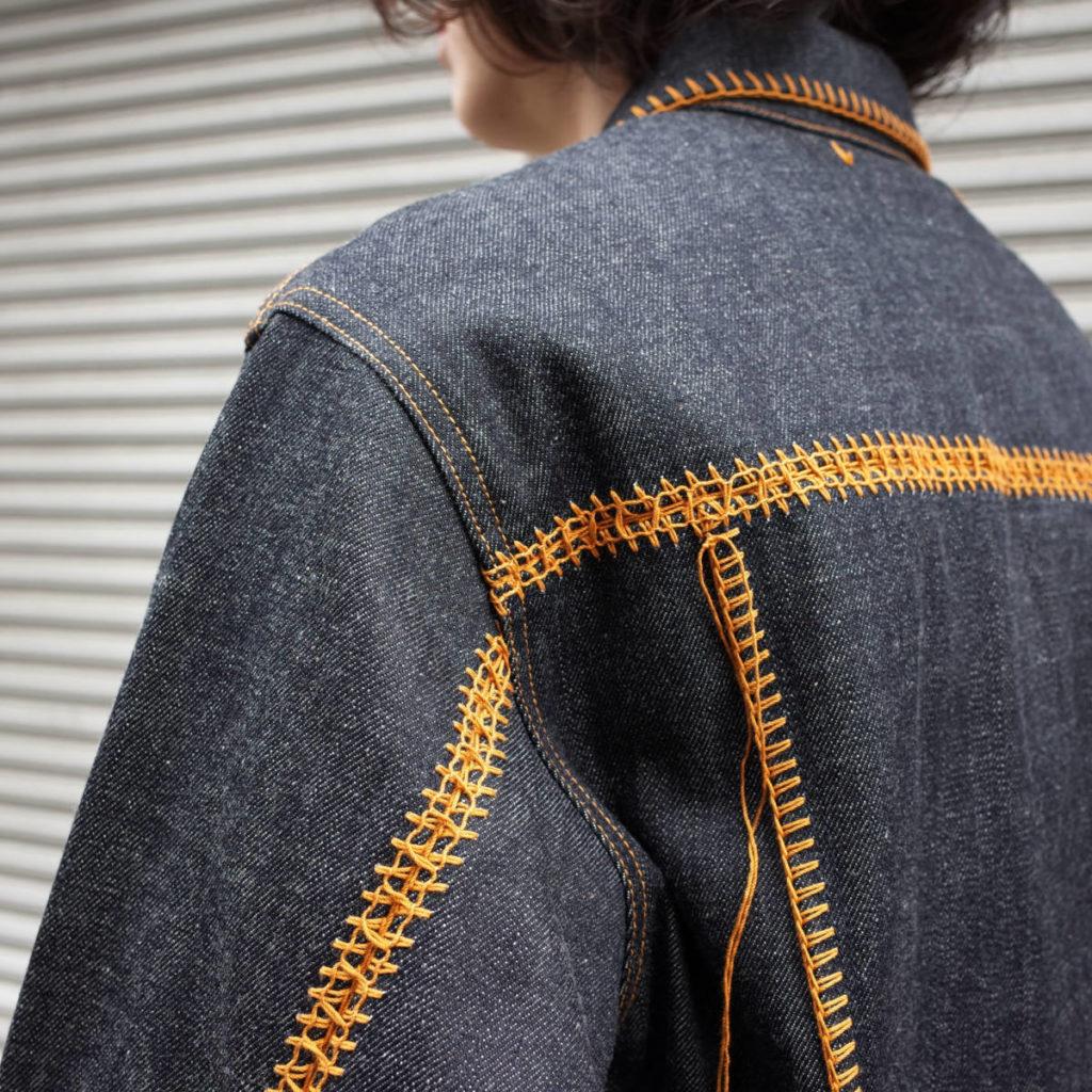 ステッチを刺繍に。doublet のデニムジャケット