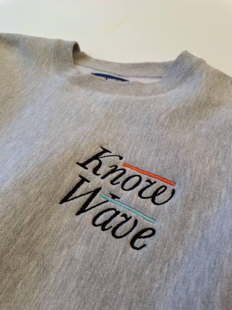 元 Supreme (シュプリーム) クルーが展開する KNOW WAVE (ノウ ウェイブ) のスウェット