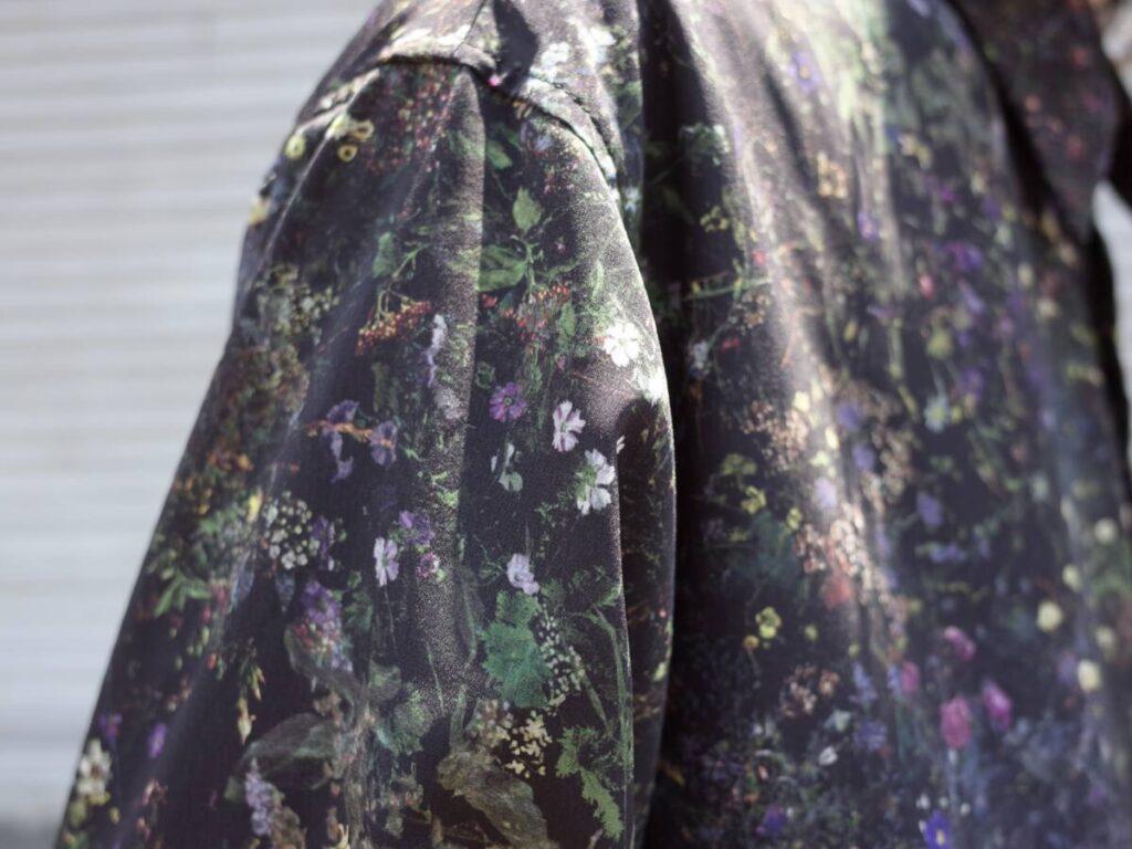 LAD MUSICIAN の花柄シャツで夏を華やかに。