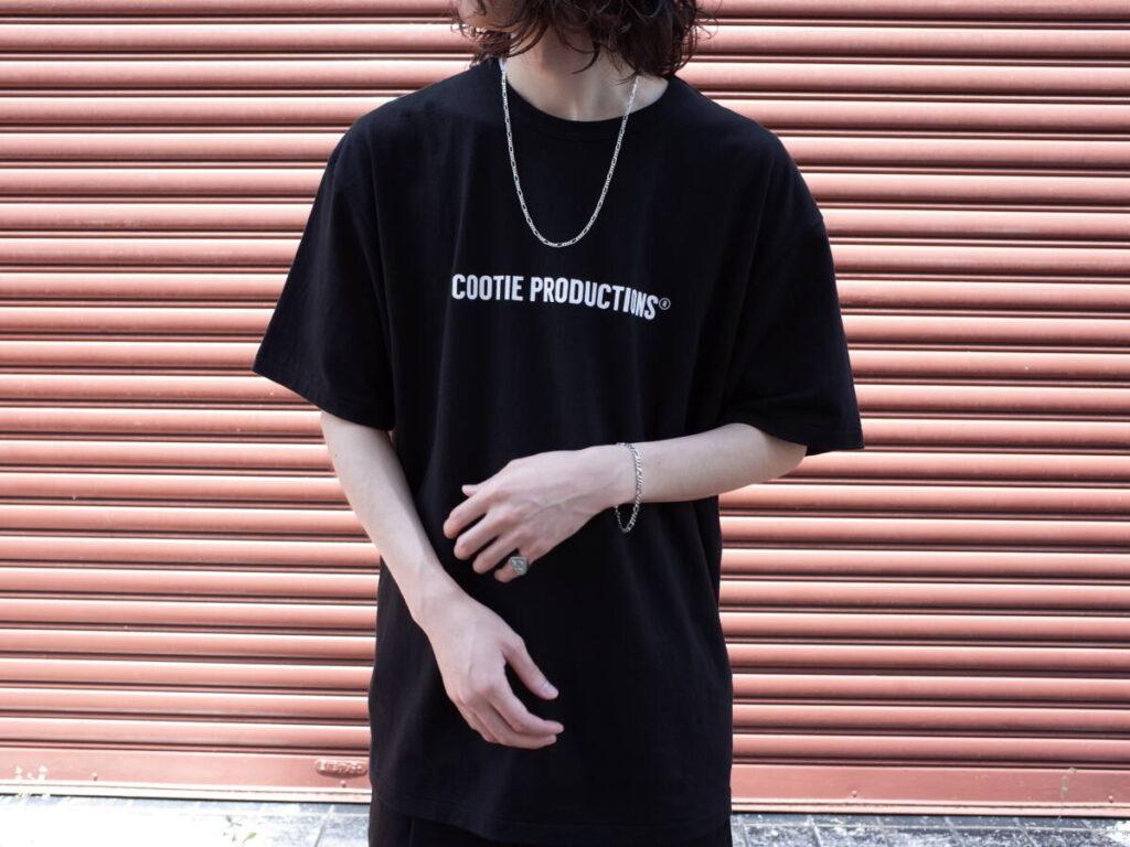 定番のブランドロゴ T シャツの魅力を徹底解剖。COOTIE PRODUCTIONS®